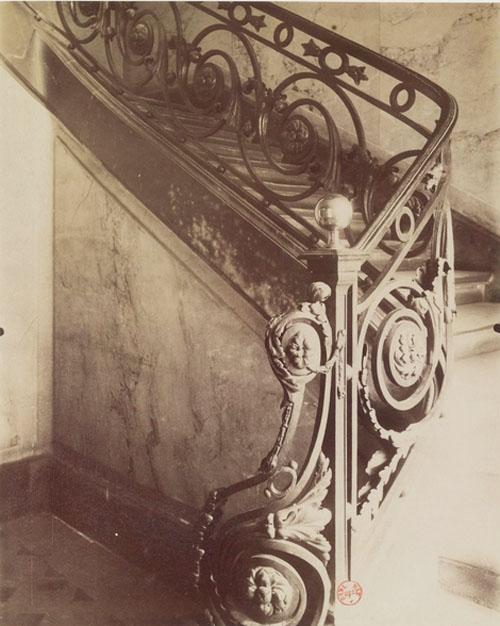 L'hôtel de Sully-Charost : la rampe d'escalier - cliché d'Eugène Atger