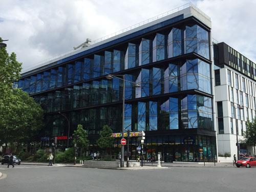L'immeuble Cinétic : la façade plissée donnant sur l'avenue de la Porte des Lilas