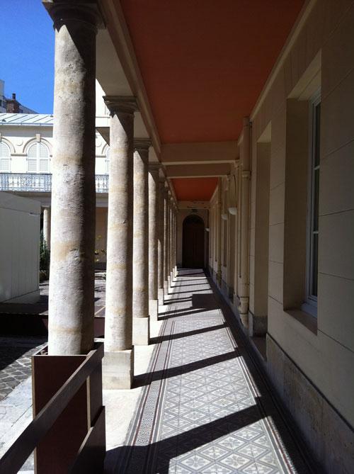 La maison de Santé des Sœurs Augustines : le péristyle qui entoure la cour