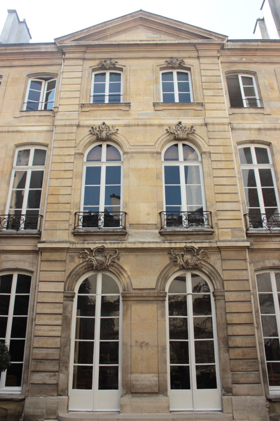 La façade sur le jardin de l'hôtel de Marcilly