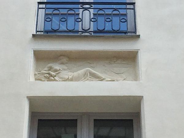 L'hôtel de Frédy : bas-relief