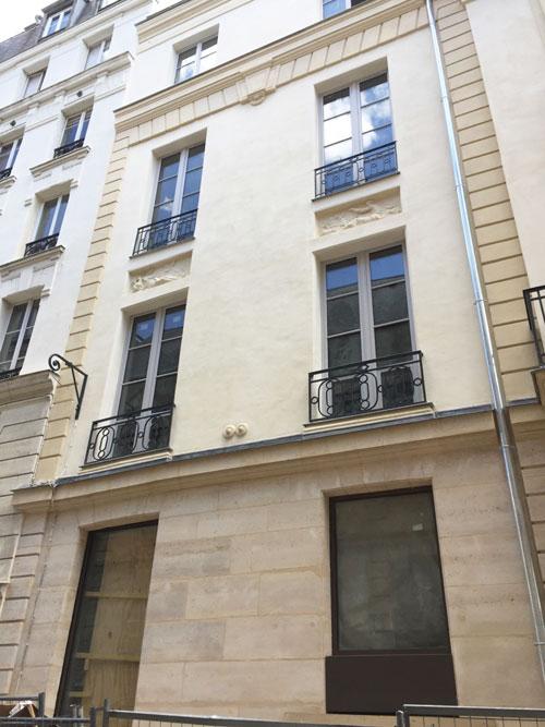 L'hôtel de Frédy : les deux travées de gauche