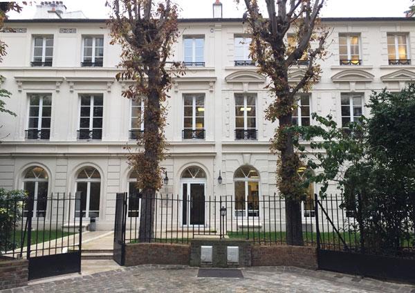 Le square Monceau : les hôtels particuliers au fond du square