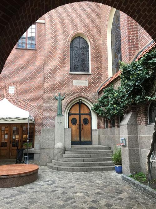 La cour de l'église suédoise
