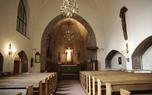 Le nef et au fond le chœur de l'église suédoise