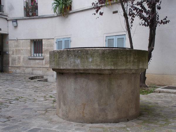 Cour cachée Rue Mouffetard, le puit ancien