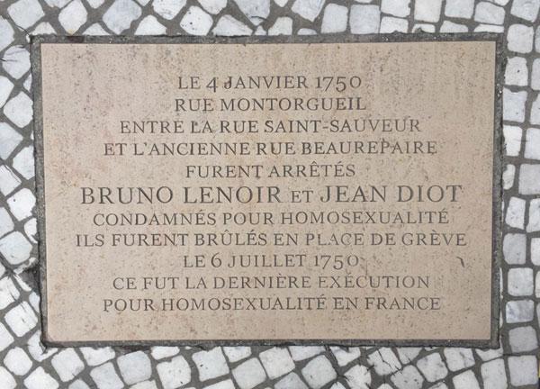 Les derniers amants homosexuels exécutés en France : plaque au sol rue Montorgueil