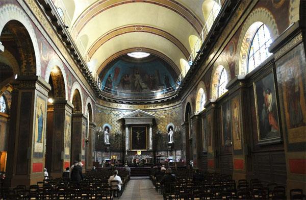 La chapelle Saint-Louis d'Antin : la nef et au fond le chœur