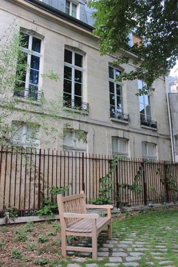 L'hôtel Barbes : la façade donnant sur l'ancien jardin, aujourd'hui jardin des Rosiers