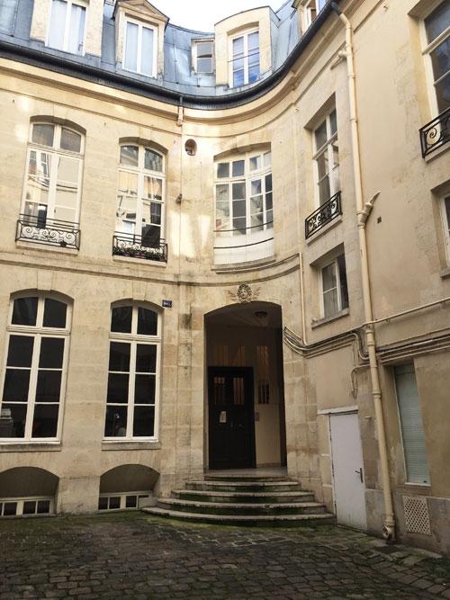 l'hôtel Barbe : le logis en fond de cour et l'aile droite