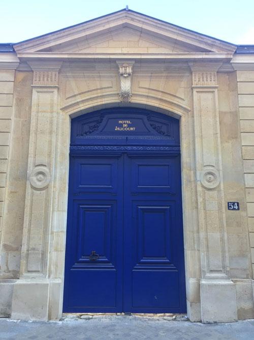 L'hôtel de Jaucourt : le portail sur rue dessiné par Robert de Cotte