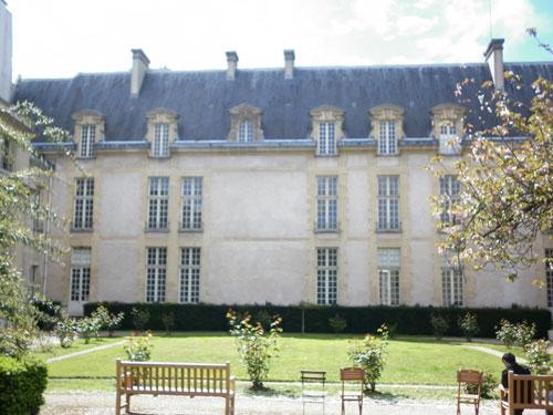 L'hôtel de Jaucourt - La façade sur le jardin