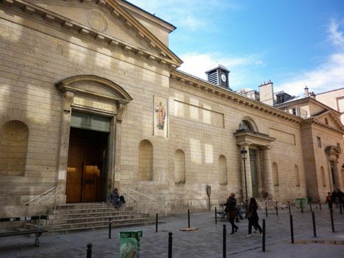 La chapelle Saint-Louis d'Antin : elle occupe le pavillon de gauche de l'ancien couvent des Capucins. Façade sur la rue de Caumartin