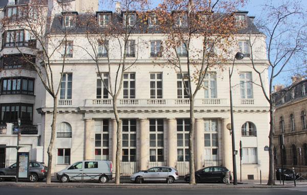 La maison Brongniart : façade sur le boulevard des Invalides