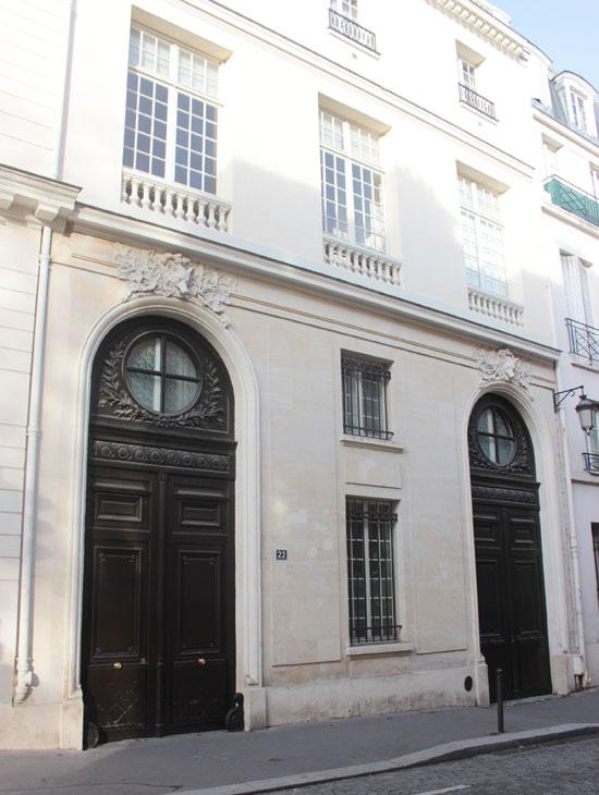 La maison Brongniart : les deux portails d'entrée donnant sur la rue Oudinot
