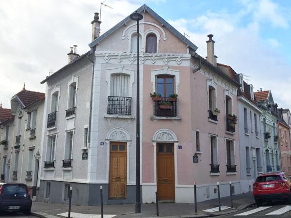 Les maisons jumelles à l'angle de la rue Ernest et Henri Rousselle et de la rue Henri Pape