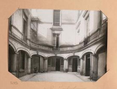 L'hôtel Bélanger : la façade sur cour - Photographie de Charles Lansiaux - 1919