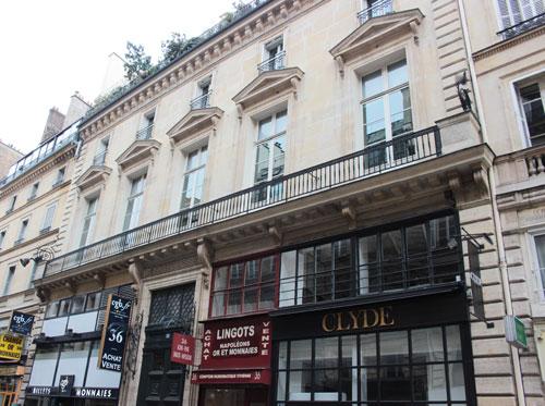 L'hôtel de Montmorency-Luxembourg : la façade Ouest de l'hôtel, donnant sur la rue Vivienne, rhabillée au XIXe siècle par Grisart