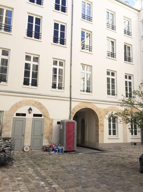 L'hôtel Dru de Montgelas : revers du bâtiment sur rue