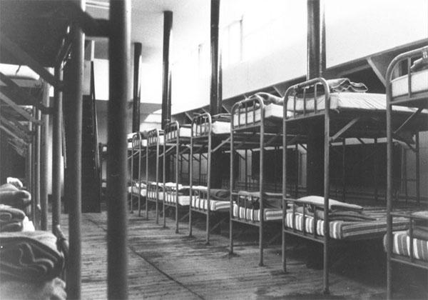 L'Asile Flottant de l'Armée du Salut : le dortoir