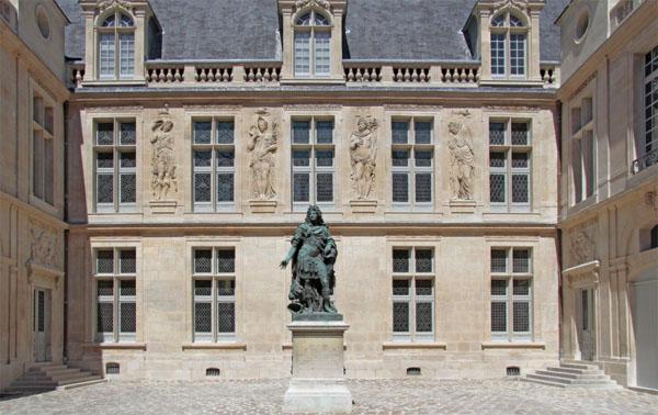 Hôtel Carnavalet : la cour d'honneur